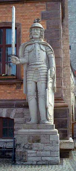 Heutiger Calbenser Roland aus Elbsandstein.